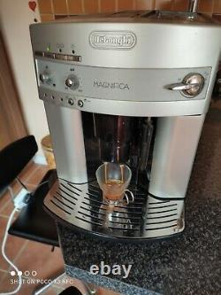 DeLonghi ESAM 3200. S Automatic Espresso bean to cup Coffee Machine Silver
