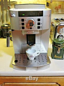 Delonghi Magnifica S Ecam 22.110. B Coffee Machine bean to cup Perfect-Elegant
